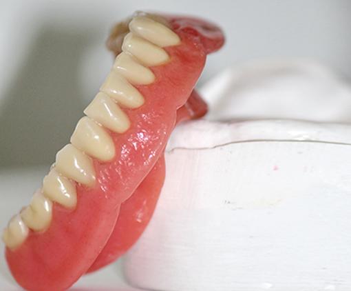 Base molle pour prothèse inférieure | Tourigny & Thibault Denturologistes